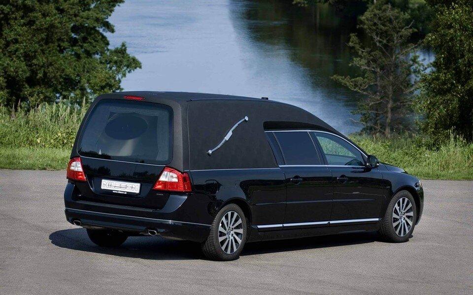 fekete-halottaskocsi-hatul