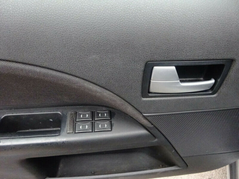 ford-mondeo-2002-11